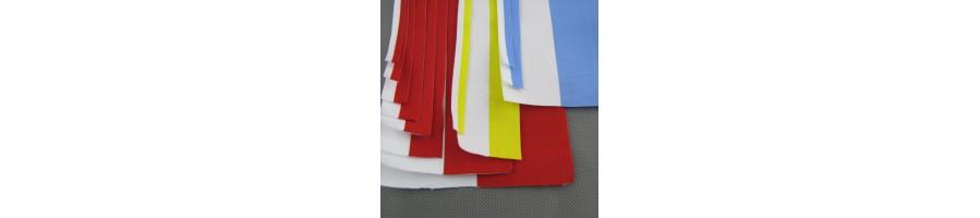 Tasiemki biało-czerwone, biało-żółte, biało-błękitne.